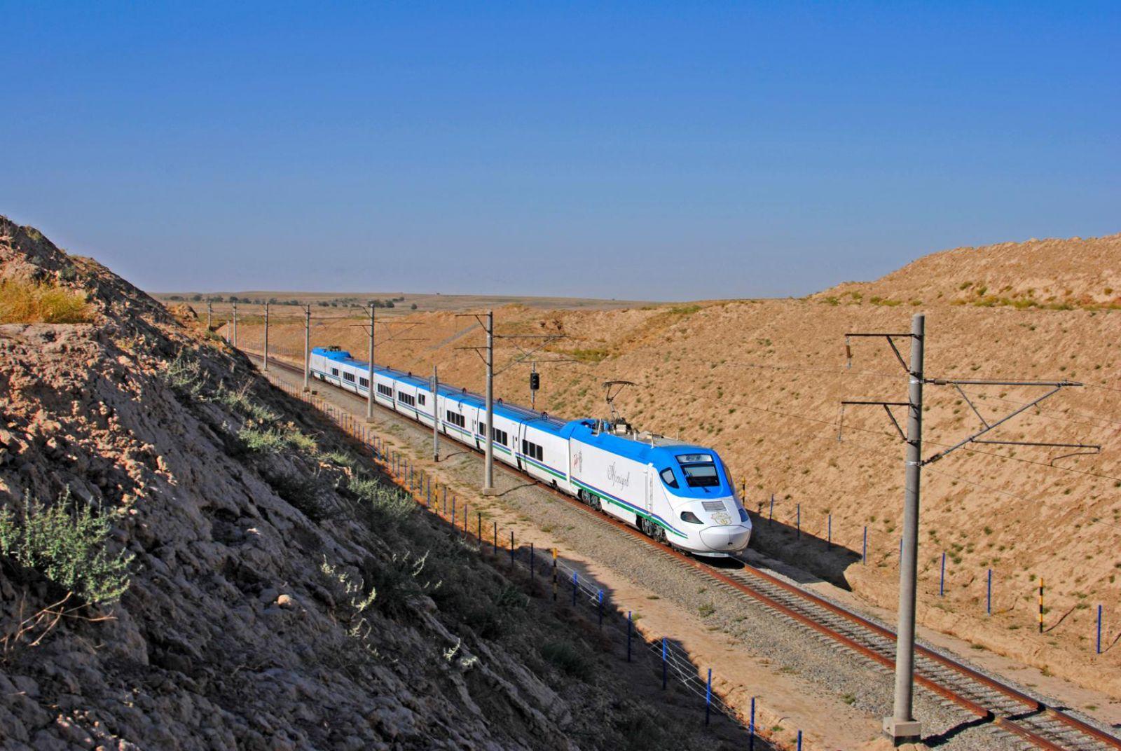 """Афросиаб"" на участке Самарканд - Капли, электропоезд Talgo-250,Узбекистан Самаркандская область."