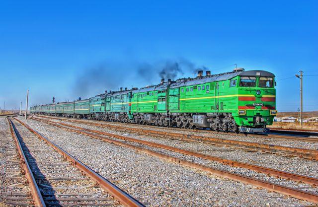 Поезд 319/320 сообщением Москва - Душанбе, тепловой 2ТЭ10М-2160, Узбекистан, Навоийская область
